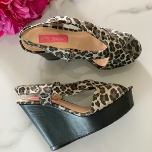 BETSEY JOHNSON Leopard Peep Toe Wedge Heels 7.5